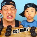 ONIGIRI ROULETTE!! (Onigiri AKA RICE BALL or MUSUBI) CRUNCHBROS vs CRUNCHMOM!!!